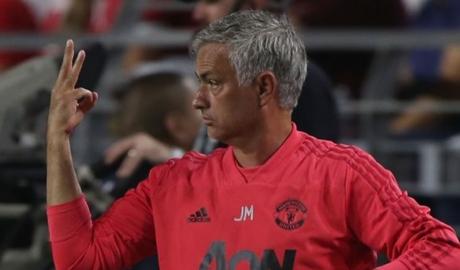 Mourinho đã chọn xong hàng thủ trận khai mạc EPL