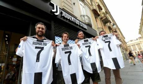 Juventus có bù lại được phí chuyển nhượng từ tiền bán áo đấu Ronaldo?