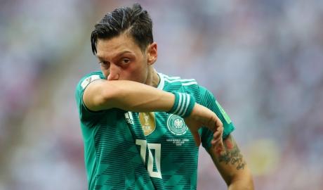 Emery đề nghị CĐV ủng hộ Ozil
