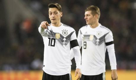 Kroos chỉ trích Oezil sau quyết định chia tay tuyển Đức
