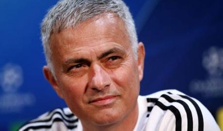 """Họp báo MU - Juventus: Mourinho tâng bốc Ronaldo, xin tha cho """"kẻ nổi"""