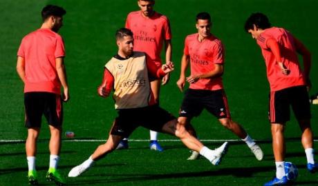 Real luyện công đá C1: Ramos bị đàn em qua mặt, giở trò cục cằn xấu tí
