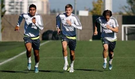 """Real sinh biến: """"Nhị ca"""" Marcelo đoàn tụ Ronaldo & cuộc tháo chạy thán"""