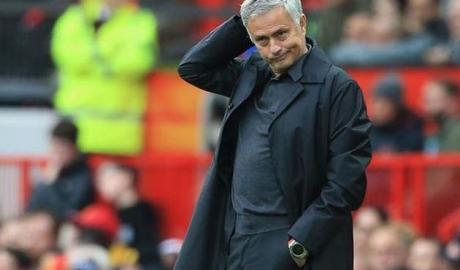 MU & Hậu quả Mourinho: Loại sớm C1 mất núi tiền, ngang Arsenal đá C2