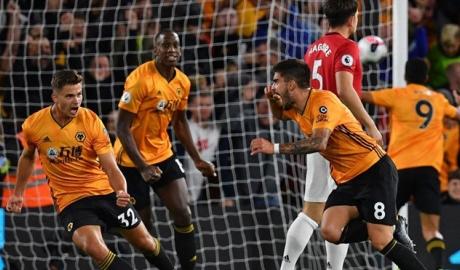 Wolverhampton làm điều chưa từng có trước Man Utd