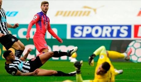 Newcastle 0-2 Chelsea: Tạm chiếm ngôi đầu