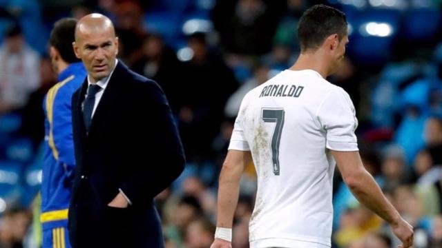 """Zidane """"bóng gió"""" chuyện loại Ronaldo"""