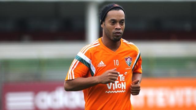 Ronaldinho sắp tái xuất