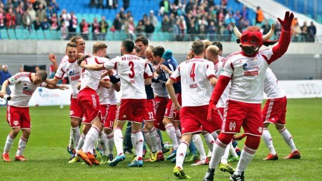 HOT: Á quân Bundesliga được dự Champions League