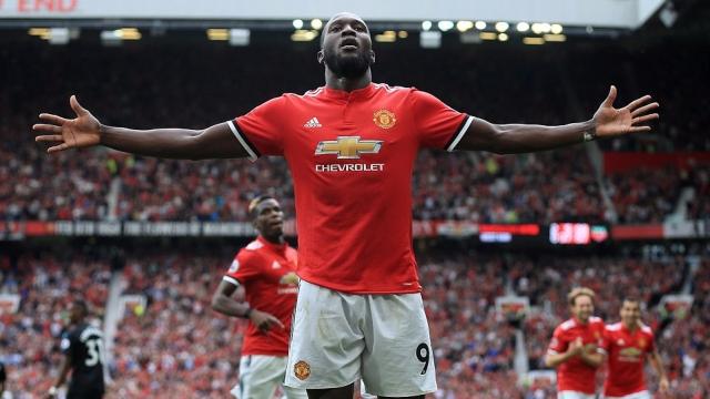 Khởi đầu mạnh mẽ, M.U vươn lên dẫn đầu Ngoại hạng Anh