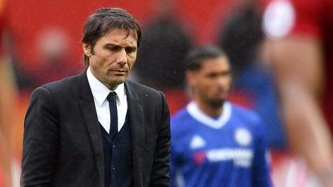 """Muốn ở lại Chelsea, Conte phải thắng cương... """"Gà trống"""""""