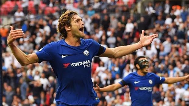 """Hậu vệ """"gánh team"""", Chelsea nhấn chìm hàng xóm"""