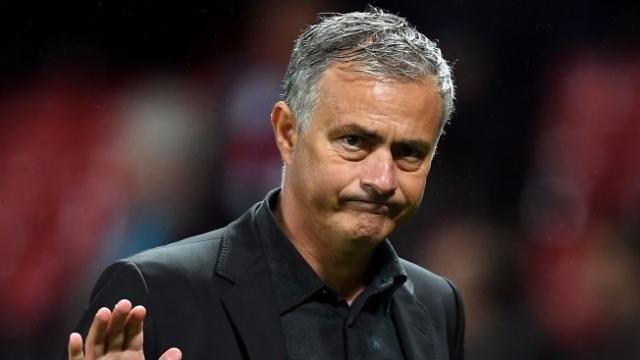 """Mourinho: """"Tôi không thích học trò đá PES trên sân bóng"""""""