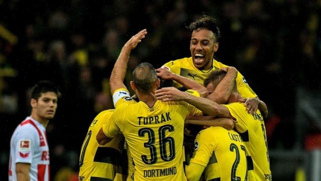 """Hàng thủ """"bê tông"""" - Bệ phóng mới cho Dortmund"""