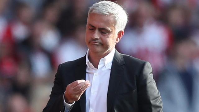 Mourinho thoát án phạt: Nghi án FA giúp M.U vô địch