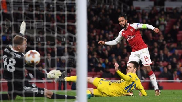 Arsenal hủy diệt BATE bằng dàn pháo trẻ