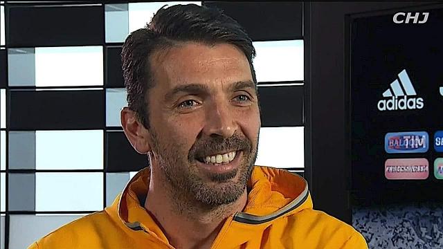 """Buffon hoãn giải nghệ vì vẫn còn """"hữu ích"""""""