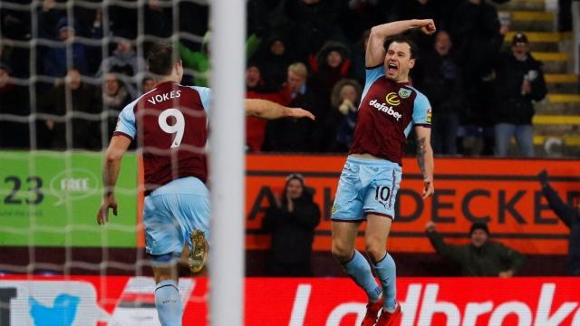 Burnley chen chân vào top 4 Ngoại hạng Anh