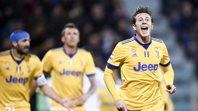 Bernardeschi tỏa sáng, Juventus tiếp tục bám sát Napoli