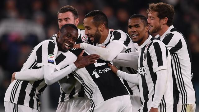 """Juventus - đế chế từ những """"kho hàng miễn phí"""""""