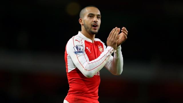Everton, Southampton muốn 'giải cứu' Walcott khỏi Arsenal