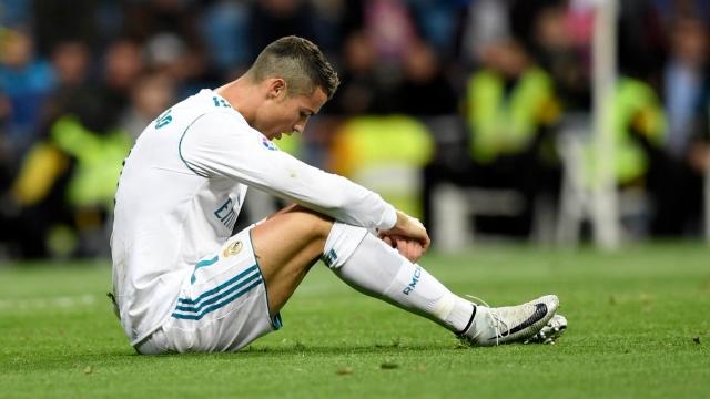 """CĐV Real nhất loạt đòi """"trảm"""" Ronaldo"""