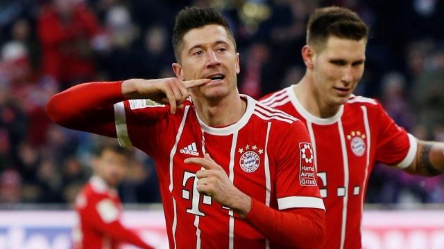 Mueller và Lewandowski giúp Bayern thắng ngược Bremen