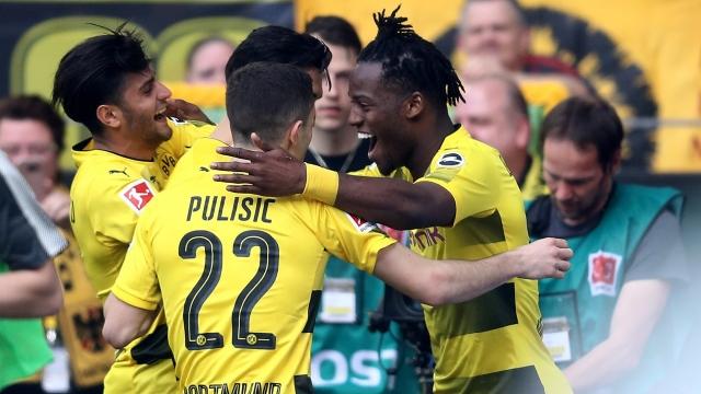 Trút giận vào lưới Stuttgart, Dortmund tìm lại niềm tin