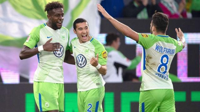 Hạ Holstein Kiel, Wolfsburg sáng cửa trụ hạng Bundesliga