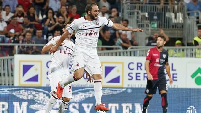 Higuain khai hoả, giải cứu Milan