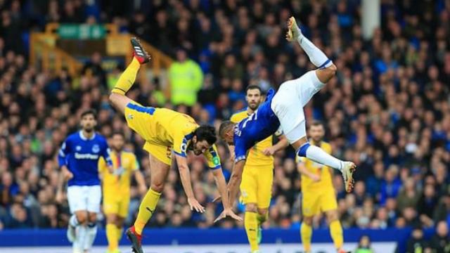 Everton - Crystal Palace: 2 phút 2 đòn chí mạng