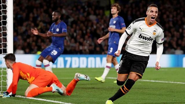 Chelsea mở màn ở sân chơi C1 bằng trận thua trên sân nhà