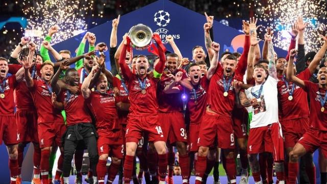 Liverpool vẫn thua MU về độ giàu có