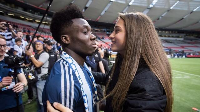 Máy chạy của Bayern và chuyện tình với nữ cầu thủ Canada